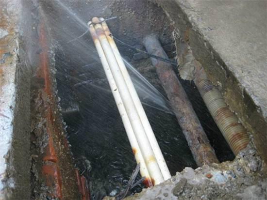 楼道水管漏水是什么原因,楼道水管漏水维修方法是什么?